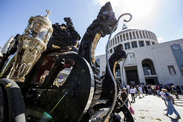 Carrozza e cavalli, funerali stile Padrino per boss a Roma
