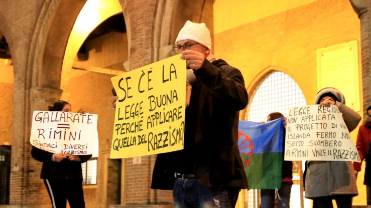 manifestazioni abusi edilizi piazza